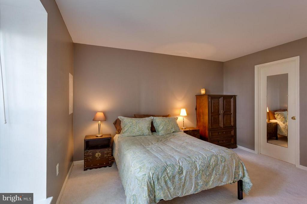 Bedroom - 2586 ARLINGTON MILL DR S #E, ARLINGTON