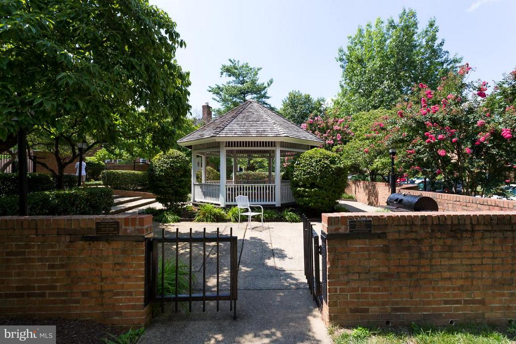 Community Gazebo and Grills - 2586 ARLINGTON MILL DR S #E, ARLINGTON