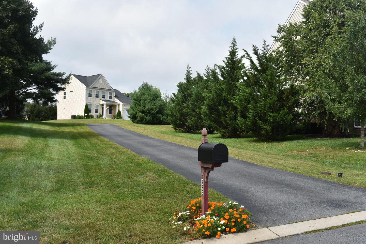 Single Family for Sale at 1228 Upland Dr Fayetteville, Pennsylvania 17222 United States