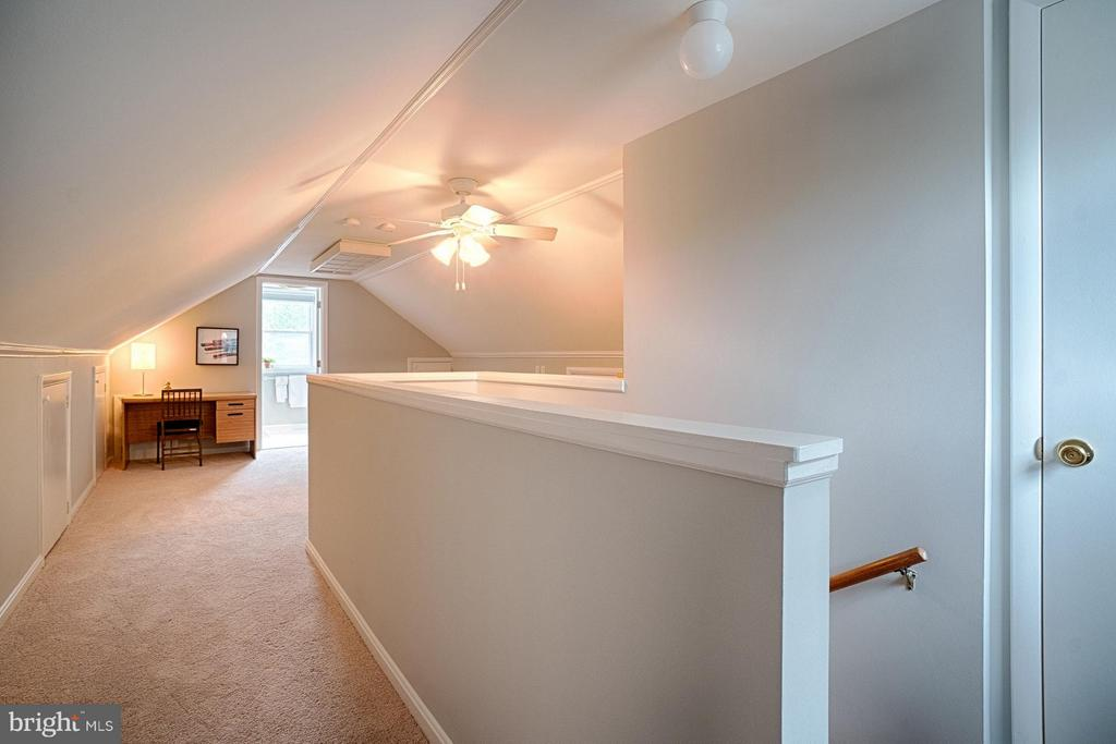Master bedroom with walk-in closet and full bath - 1404 RANDOLPH ST, ARLINGTON