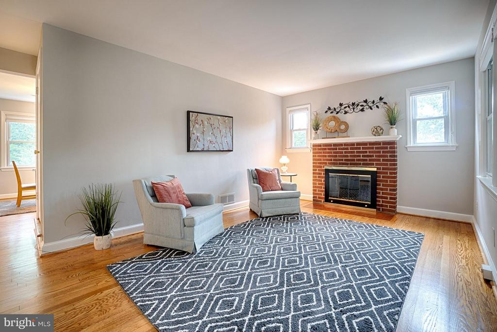 Living room with cozy wood burning fireplace - 1404 RANDOLPH ST, ARLINGTON