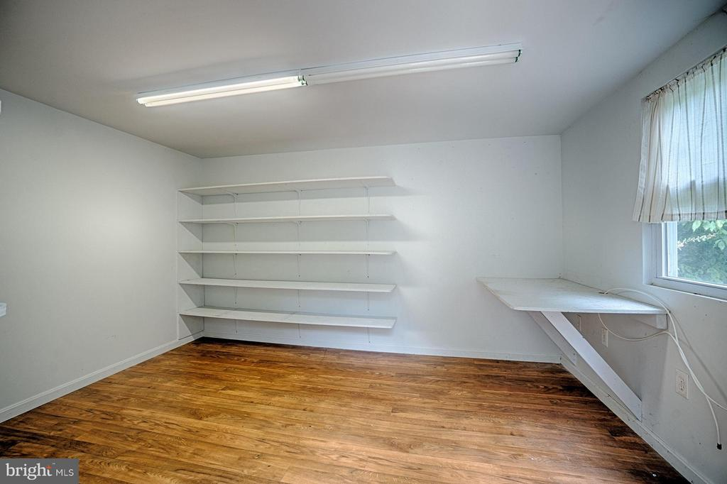 Separate storage; owner used as detached office - 1404 RANDOLPH ST, ARLINGTON