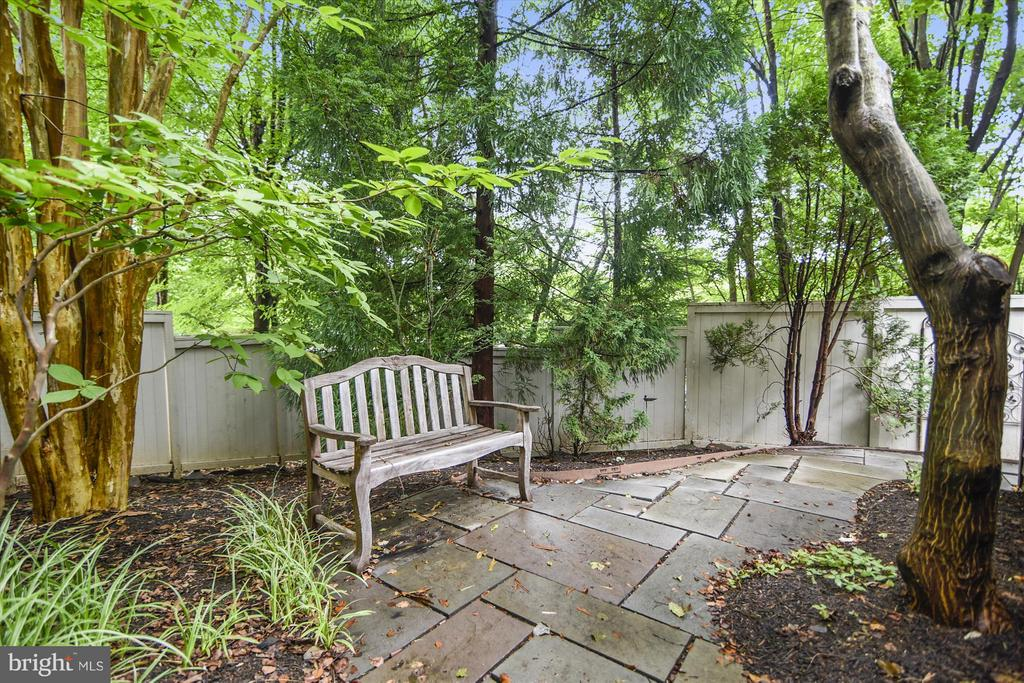 Rear Yard with  lots of privacy and beautiful tree - 1338 RED HAWK CIR, RESTON