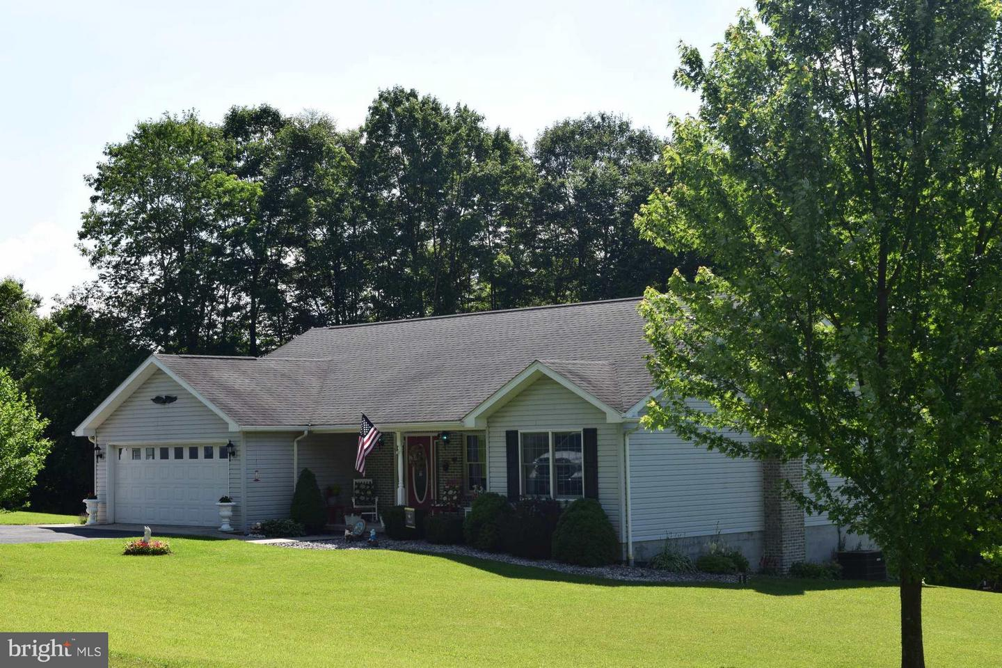 Single Family for Sale at 823 Meyersdale Rd Grantsville, Maryland 21536 United States