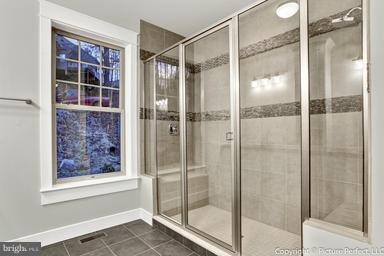 Huge double shower - 2700 PARK MILLS RD, ADAMSTOWN