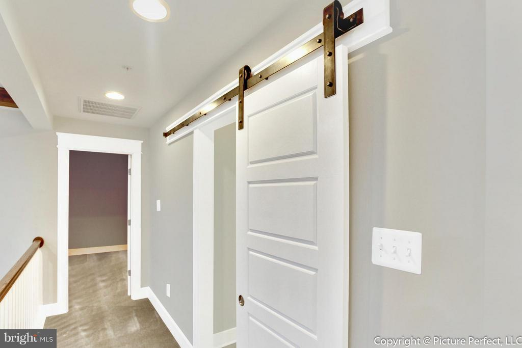 Barn doors and extensive molding - 2700 PARK MILLS RD, ADAMSTOWN