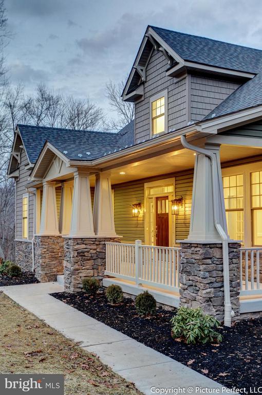 Oversized front porch - 2700 PARK MILLS RD, ADAMSTOWN