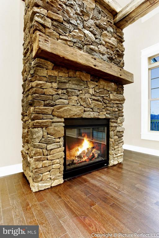 Beautiful fireplace - Gas or Wood - 2700 PARK MILLS RD, ADAMSTOWN