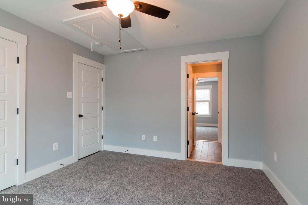 Bedroom  with Jack & Jill Bath - 2650 PARK MILLS RD, ADAMSTOWN