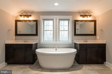 Luxury Master Bath - 2650 PARK MILLS RD, ADAMSTOWN