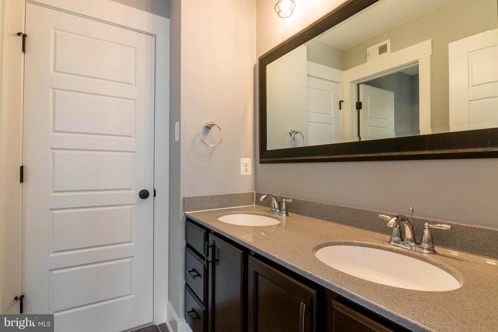 Jack and Jill Bathroom - 2650 PARK MILLS RD, ADAMSTOWN