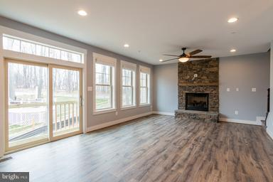 Open Plan Family Room with F/P Gas or Wood - 2650 PARK MILLS RD, ADAMSTOWN