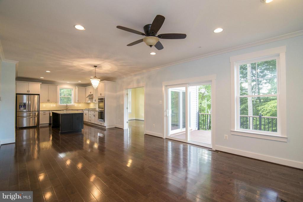 Example: Living Room - Open - 6718 OAKRIDGE RD, NEW MARKET
