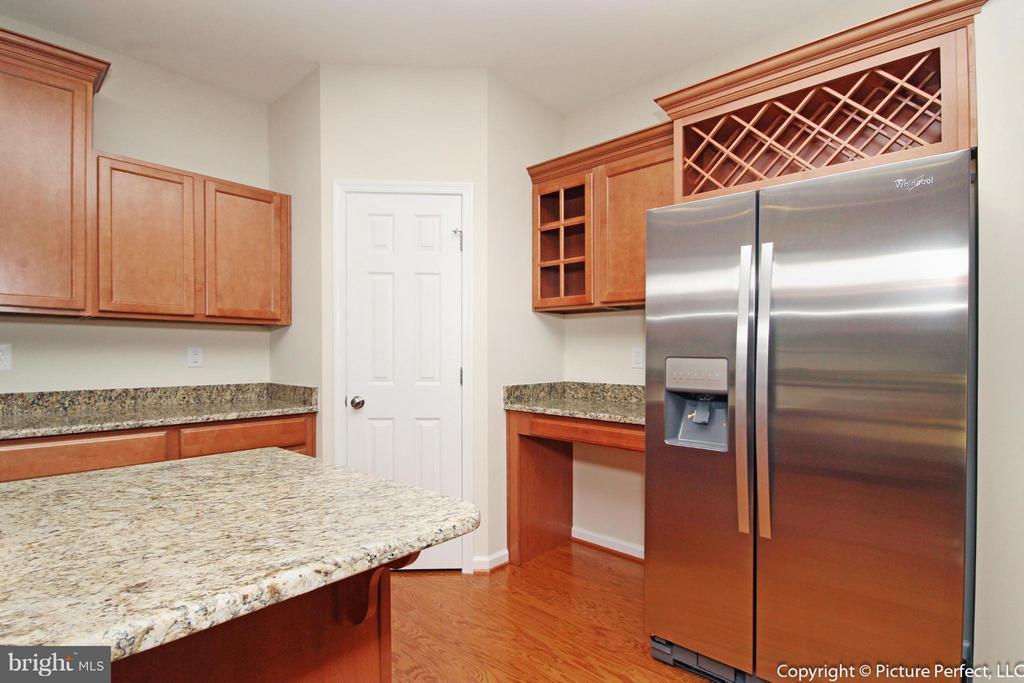 Example: Kitchen - 6718 OAKRIDGE RD, NEW MARKET