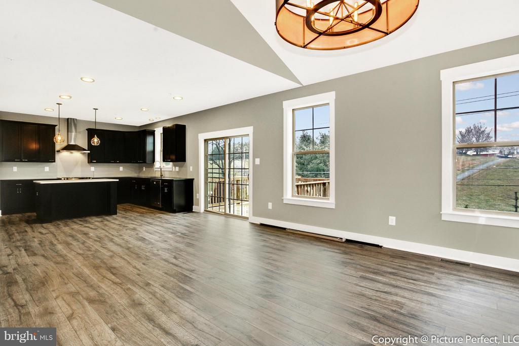 Example: Living Room - 6718 OAKRIDGE RD, NEW MARKET