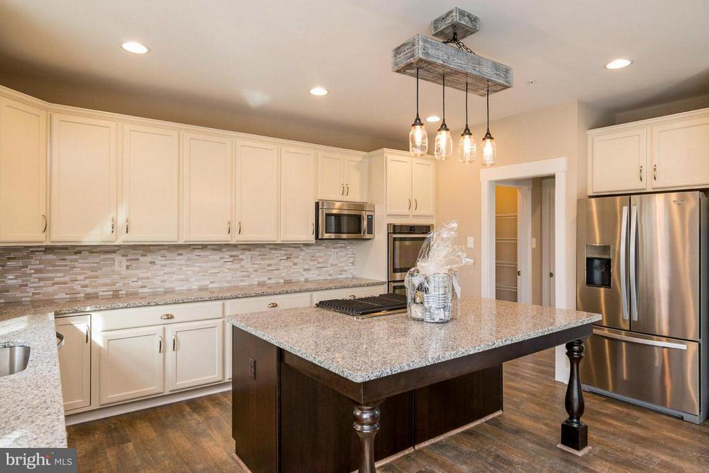 Example Kitchen - 6718 OAKRIDGE RD, NEW MARKET