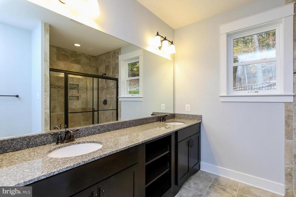 Example of master bath - 6718 OAKRIDGE RD, NEW MARKET