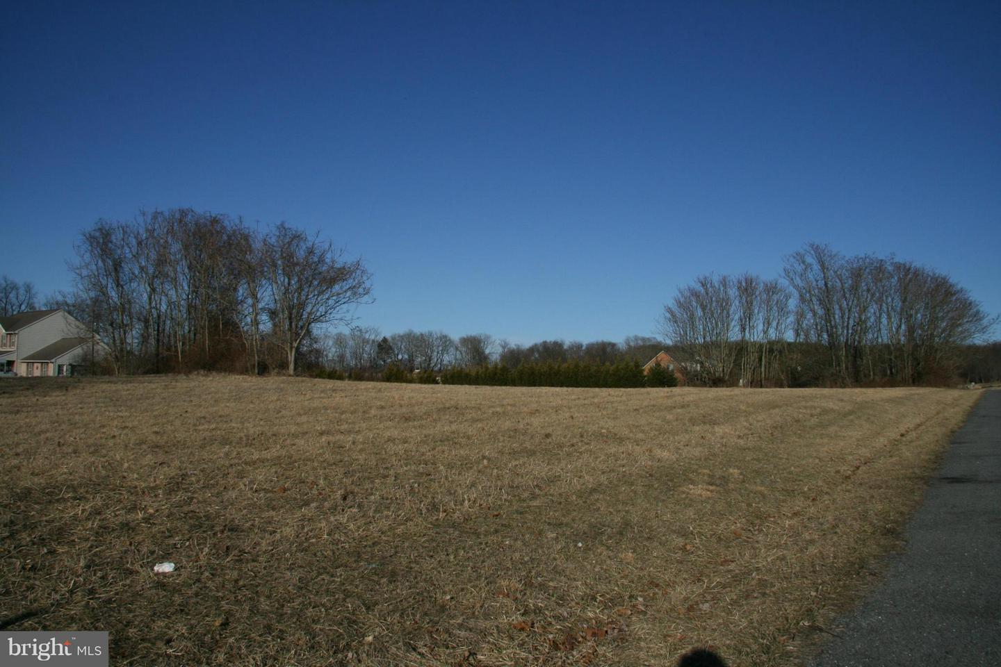 Photo of home for sale at 7809 Dam 4 Road, Williamsport MD