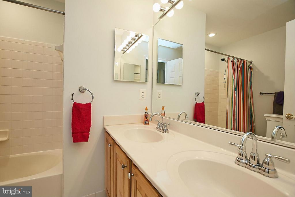 Bath - 3814 HIGHLAND OAKS DR, FAIRFAX