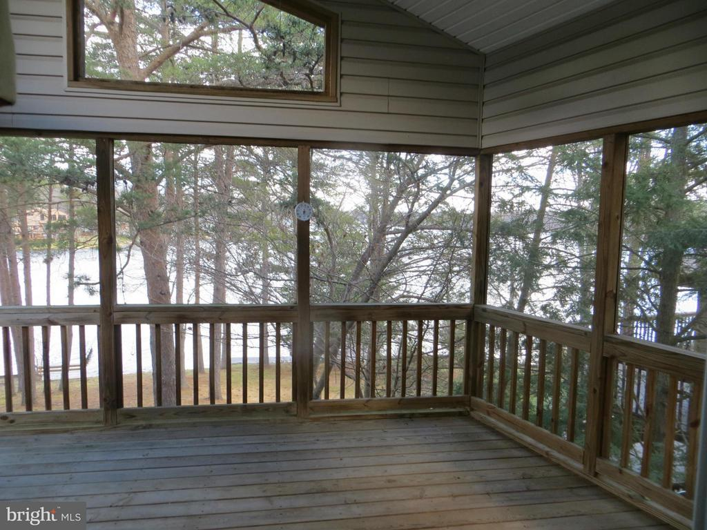 2 Story Screen Porch - 518 HARRISON CIR, LOCUST GROVE