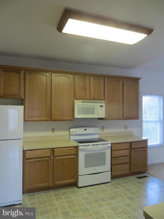 Kitchen - 518 HARRISON CIR, LOCUST GROVE