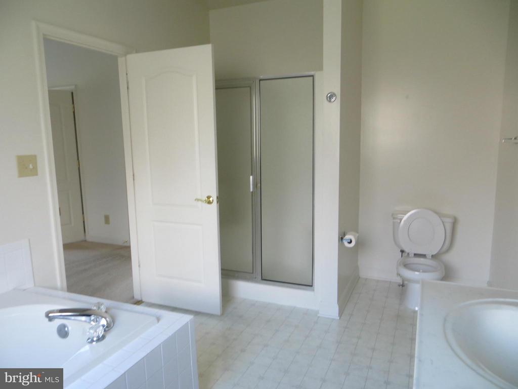 Bath (Master) 2 seat Shower - 518 HARRISON CIR, LOCUST GROVE