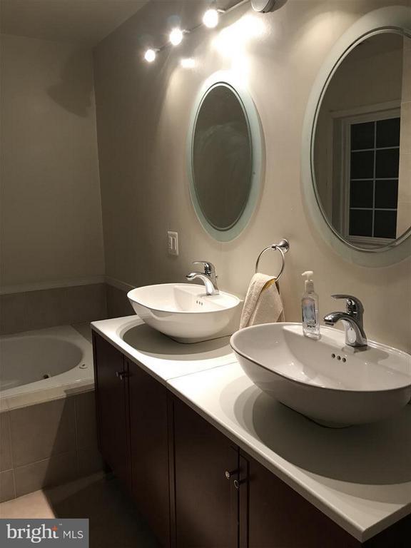 Bath - 3940 ORANGE ST, TRIANGLE