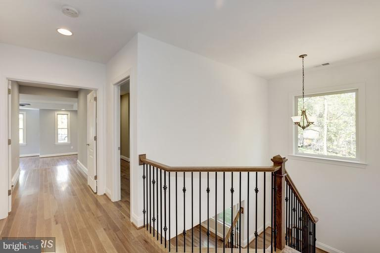 2nd level to Master Bedroom - 6809 ALPINE DR, ANNANDALE