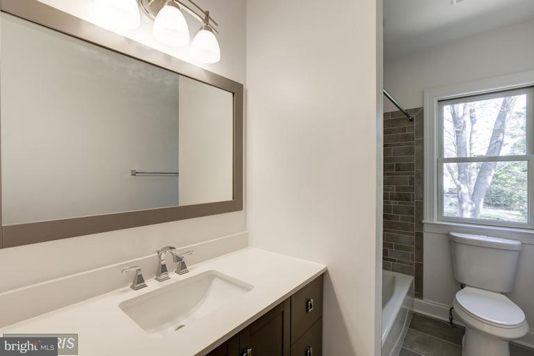 2nd Level Full Bathroom - 6809 ALPINE DR, ANNANDALE