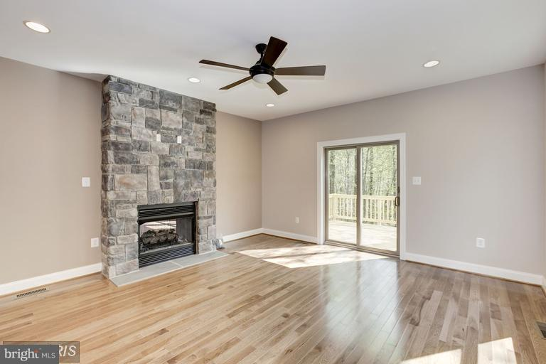 Family Room view to deck - 6809 ALPINE DR, ANNANDALE