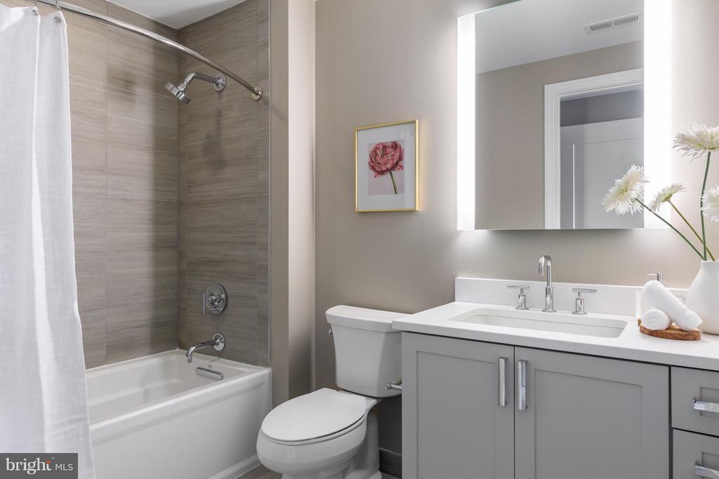 Bath - 8302 WOODMONT AVE #603, BETHESDA