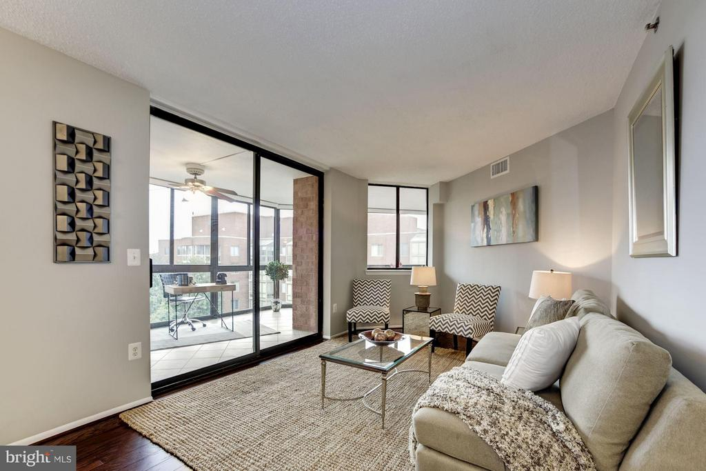 LIVING RM OPENS NICELY TO HUGE WRAPAROUND SUNROOM! - 1001 VERMONT ST N #710, ARLINGTON