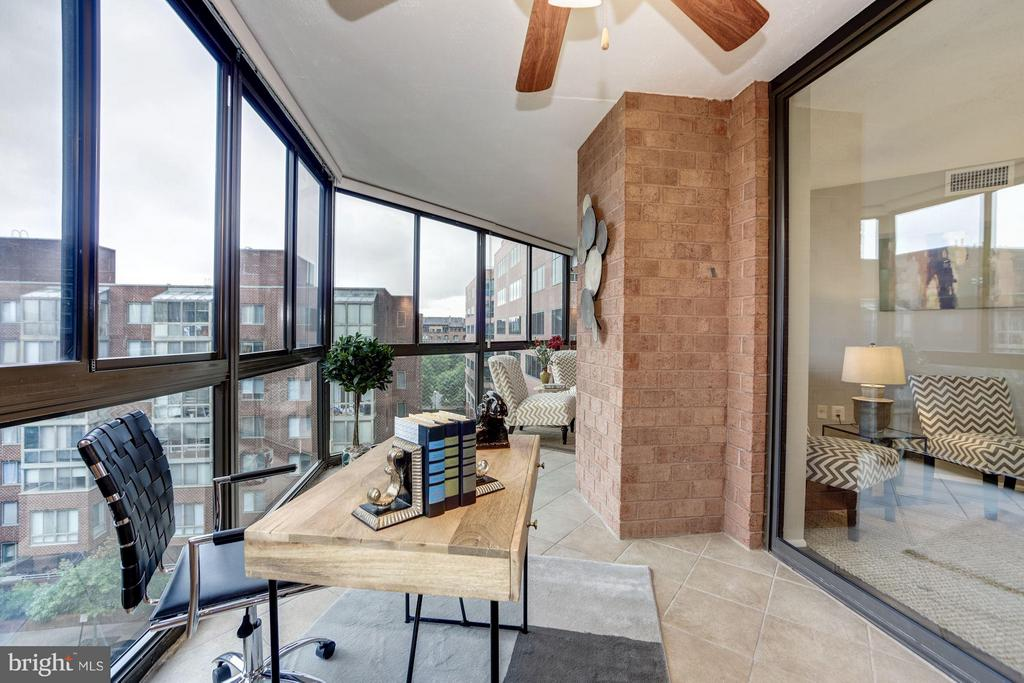 SUNROOM - PERFECT TO USE AS A HOME OFFICE! - 1001 VERMONT ST N #710, ARLINGTON