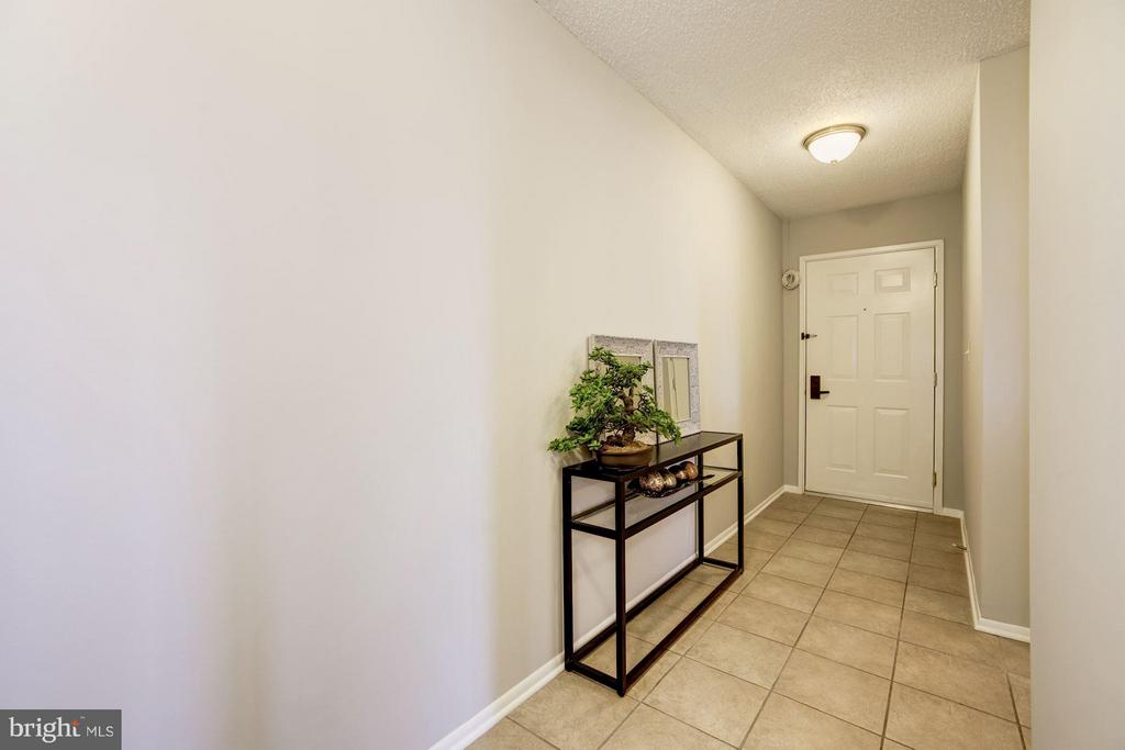 FOYER - CERAMIC TILE - FRESHLY PAINTED THROUGHOUT! - 1001 VERMONT ST N #710, ARLINGTON