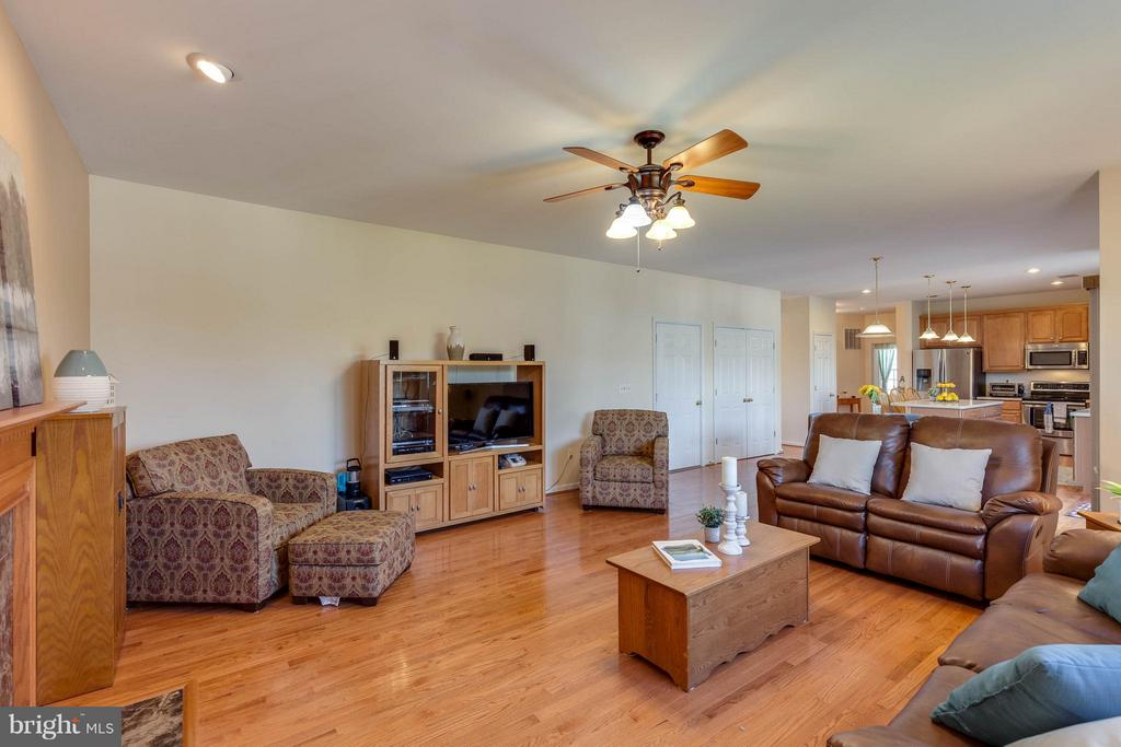FAMILY ROOM FLOWS INTO KITCHEN FOR ENTERTAINING - 2630 INWOOD DR, ADAMSTOWN