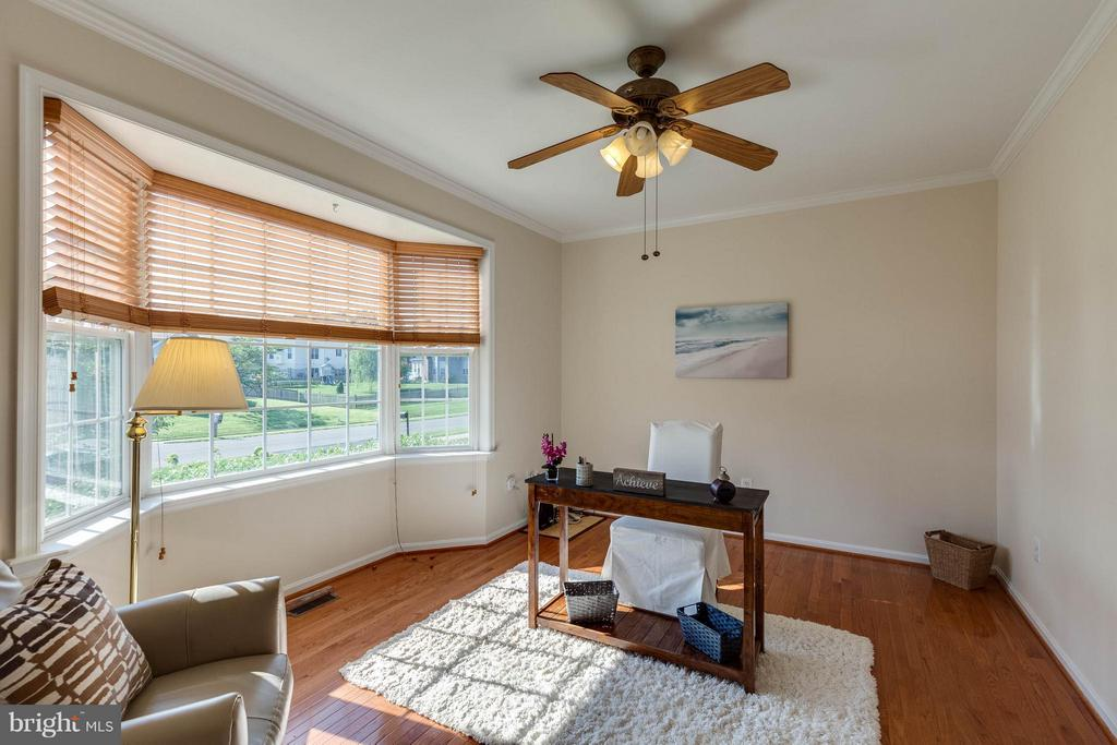 FRONT ROOM COULD BE LIVING OR OFFICE W/ BAY WINDOW - 2630 INWOOD DR, ADAMSTOWN
