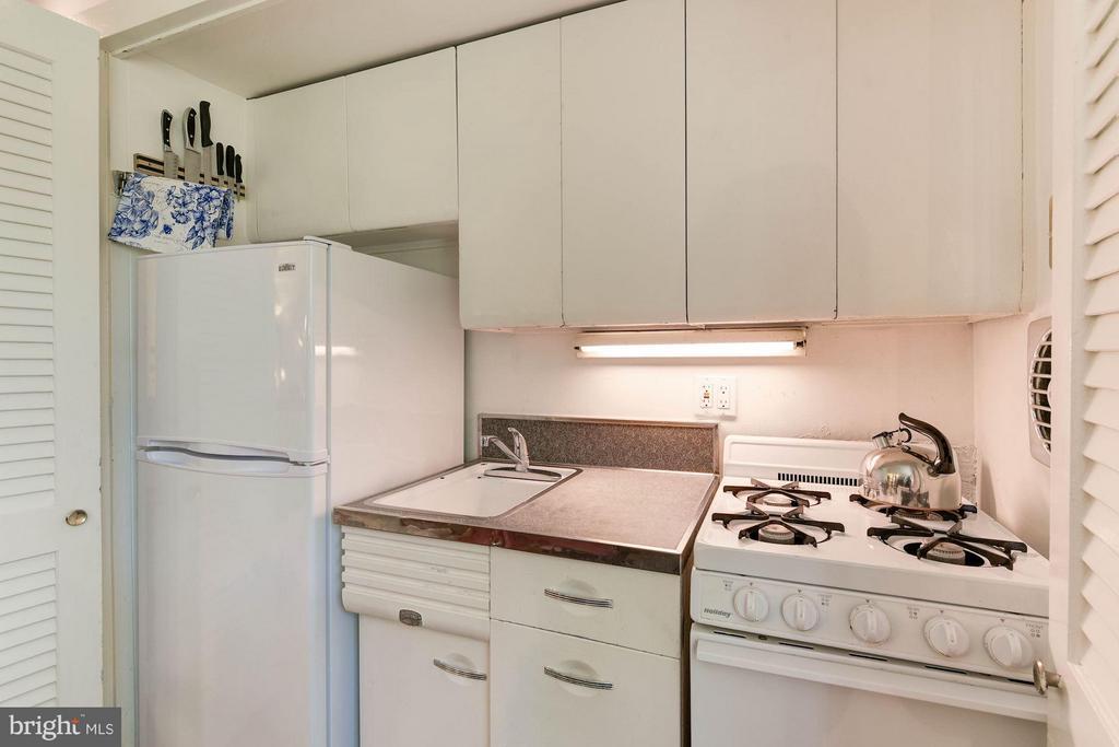 Kitchen - 5315 CONNECTICUT AVE NW #410, WASHINGTON