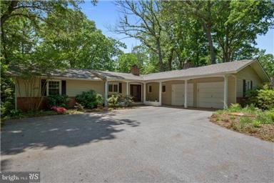 Photo of home for sale at 47 Saint Andrews Road, Severna Park MD