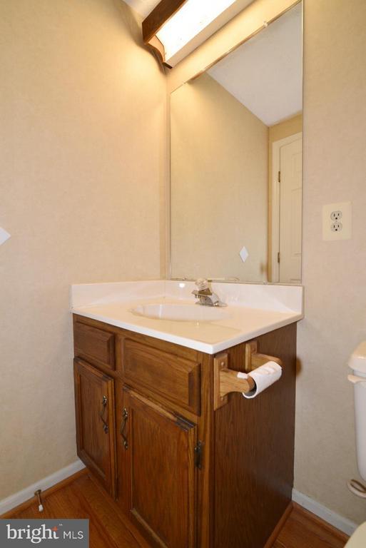Main level Powder Room - 1478 AUTUMN RIDGE CIR, RESTON