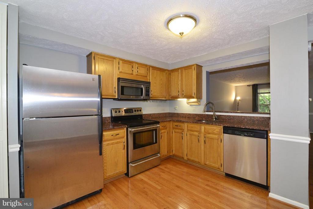 Kitchen Stainless Steel and Granite - 1478 AUTUMN RIDGE CIR, RESTON