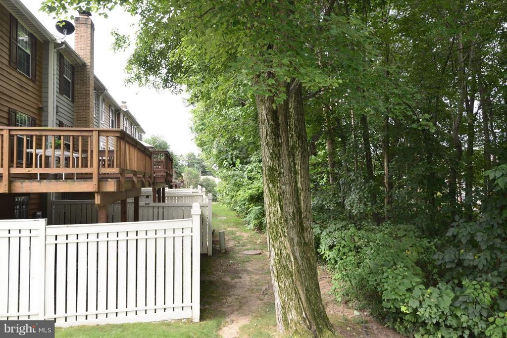 The Backyard is Protected by Trees - 1478 AUTUMN RIDGE CIR, RESTON