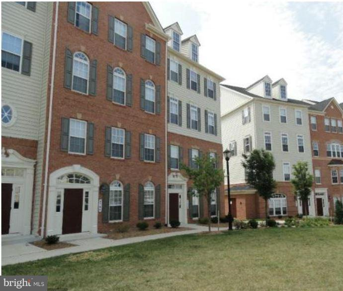 Photo of home for sale at 5706 Callcott Way, Alexandria VA