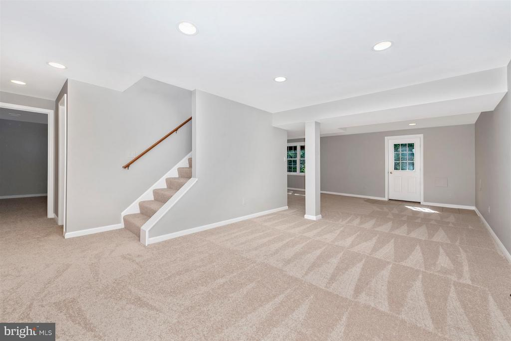 Basement with walk out - 4800 MARIANNE DR, MOUNT AIRY