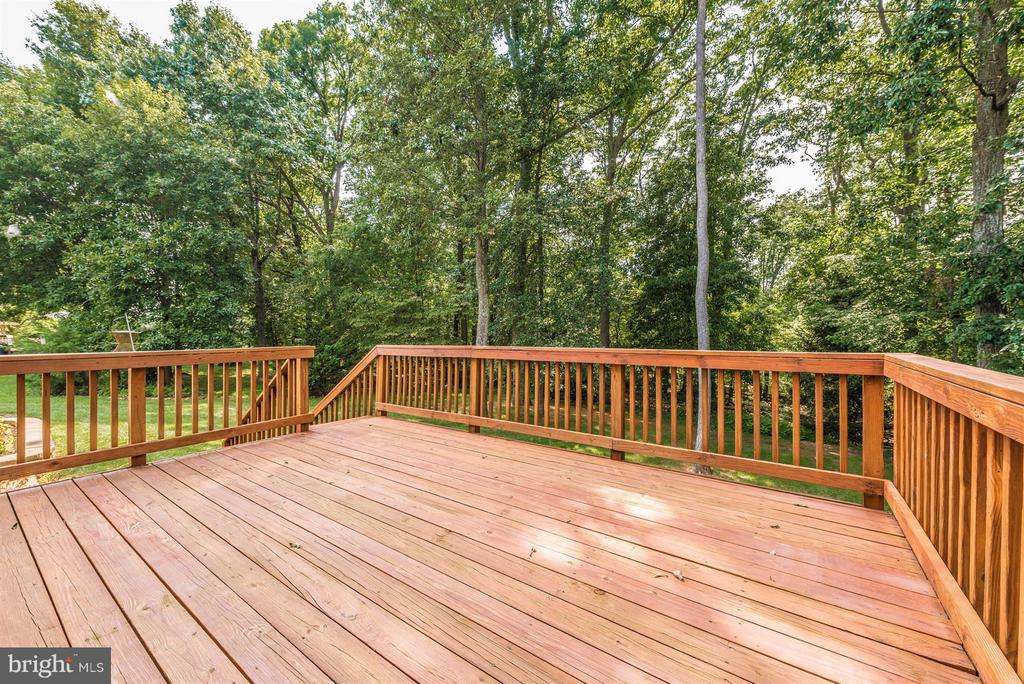 Newly stained deck off kitchen - 4800 MARIANNE DR, MOUNT AIRY