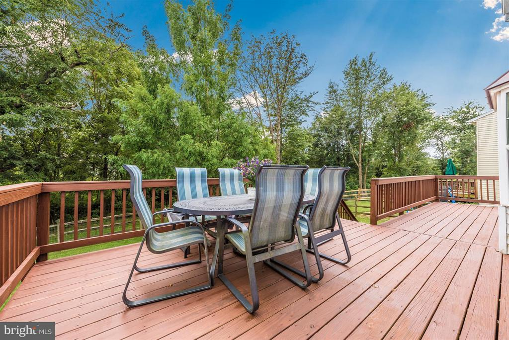 Gorgeous deck - 11150 WORCHESTER DR, NEW MARKET