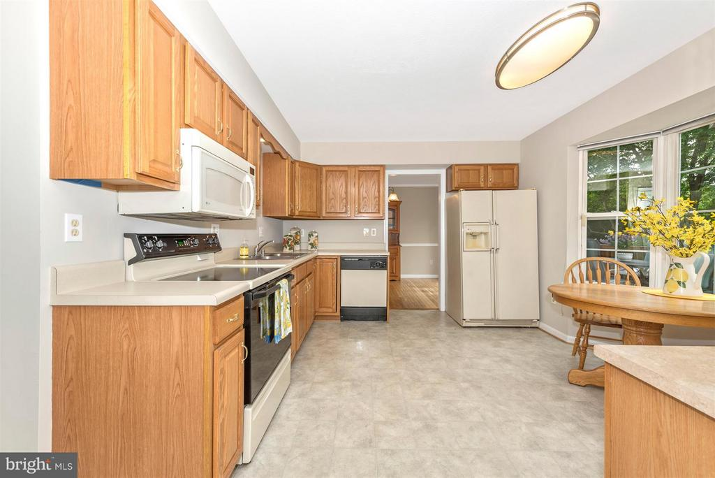 Large eat in kitchen with a view - 11150 WORCHESTER DR, NEW MARKET