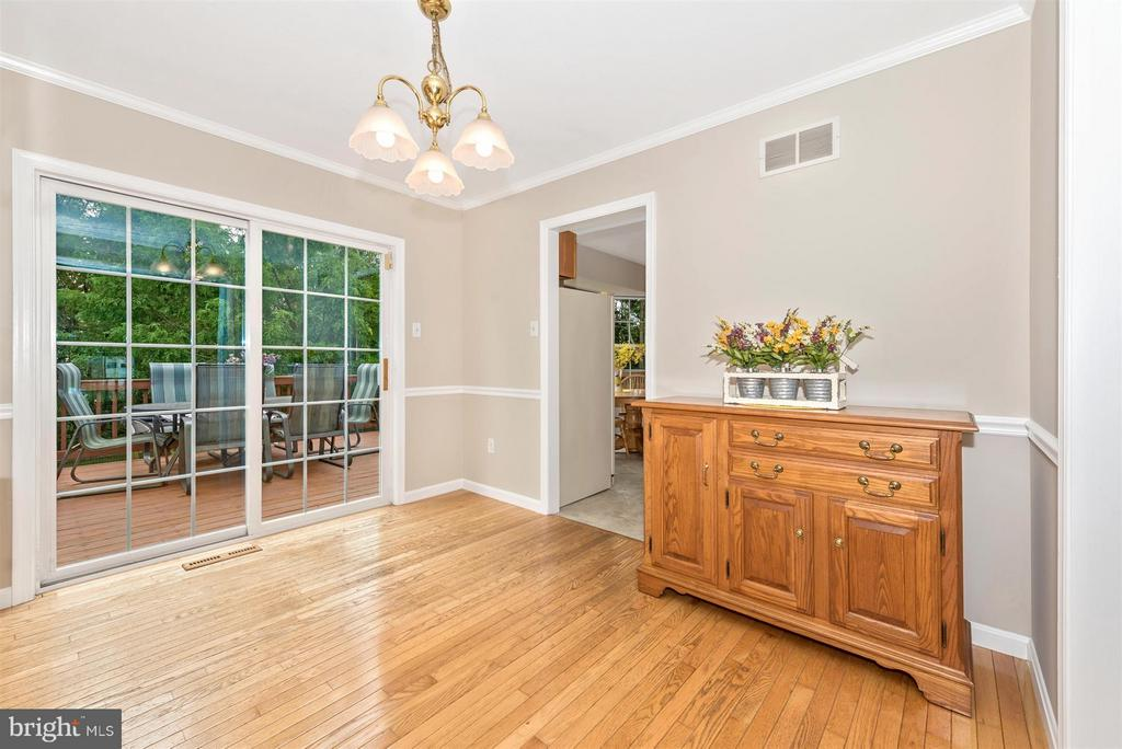 Dining Room to exterior deck - 11150 WORCHESTER DR, NEW MARKET
