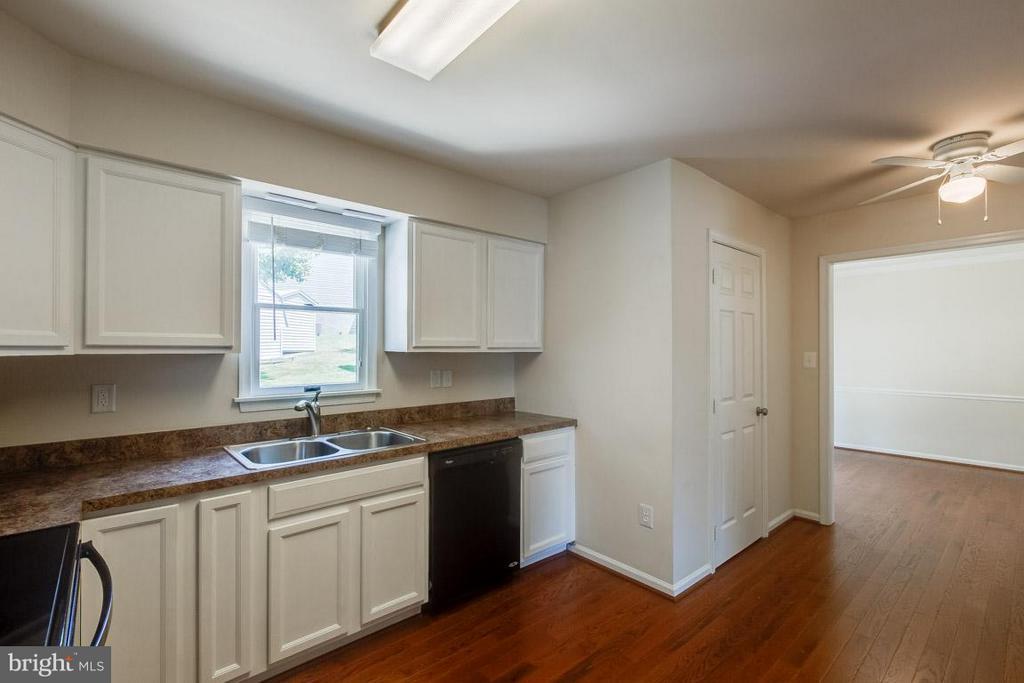 Kitchen - 1305 CONESTOGA CT, MOUNT AIRY