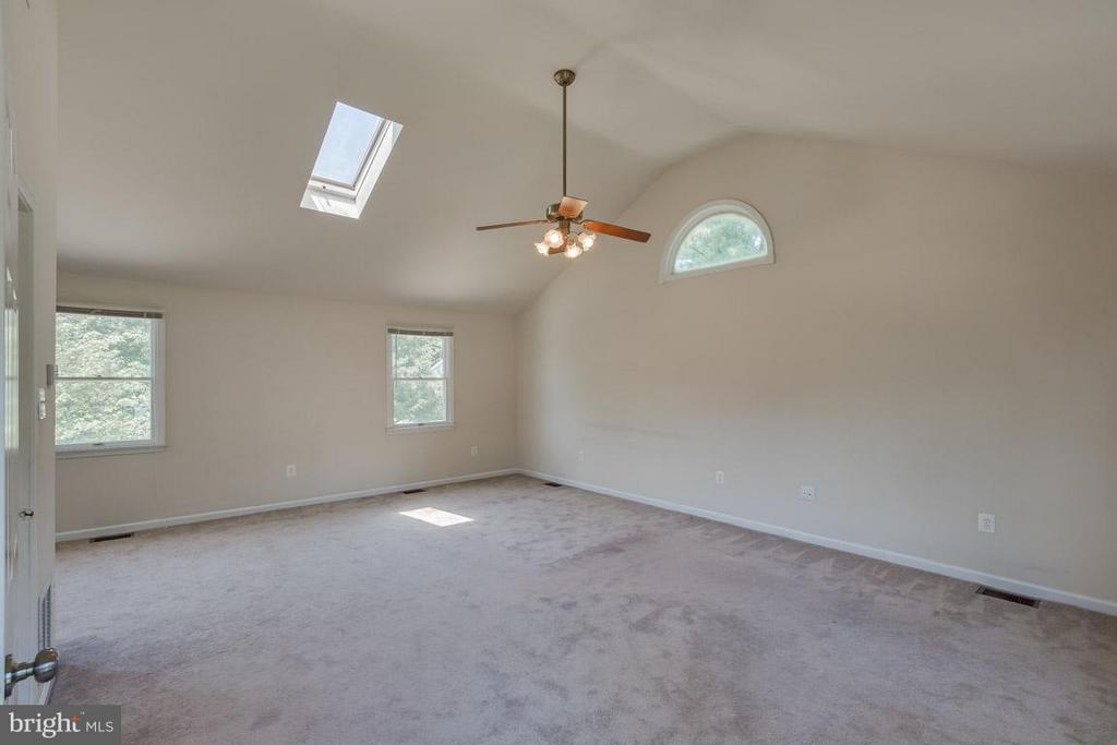 Huge Master Bedroom - 1305 CONESTOGA CT, MOUNT AIRY