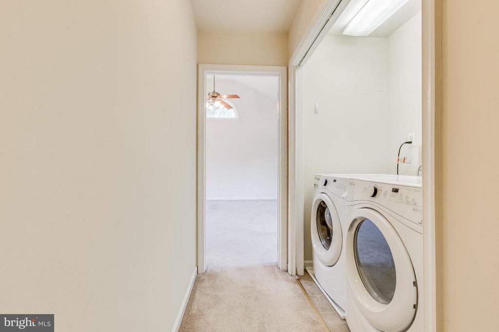 Upstairs Laundry - 1305 CONESTOGA CT, MOUNT AIRY